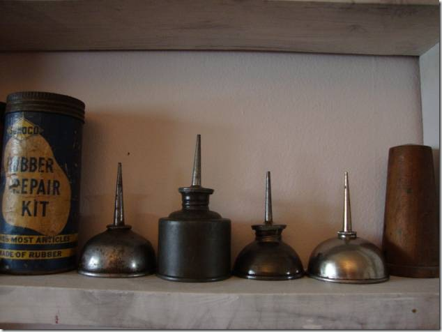 oil cans,antiques,collectibles,history