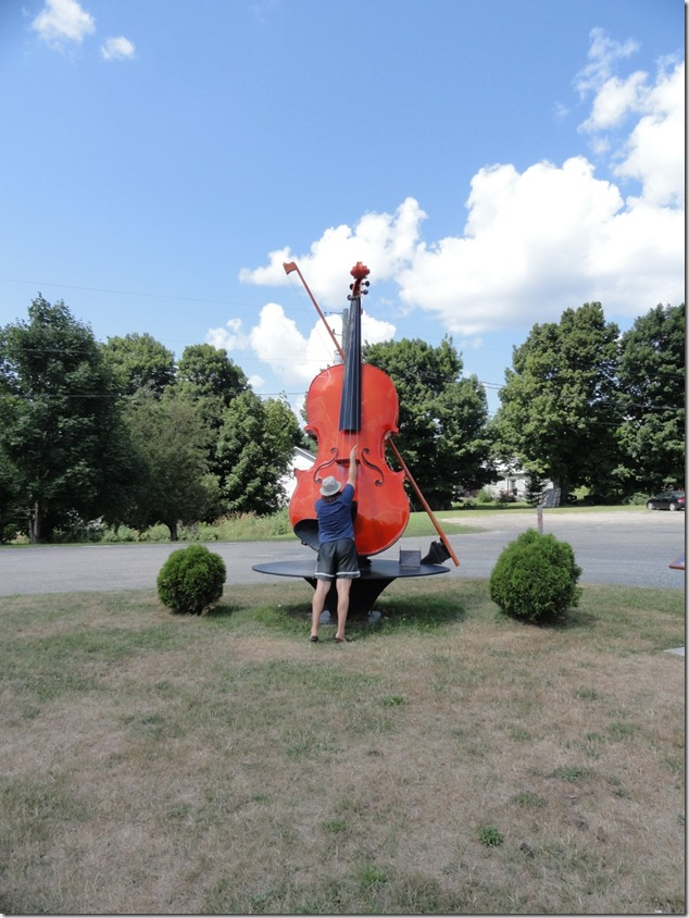 tourism,New Brunswick,Harvey,giant fiddle,Don Messer,memorial